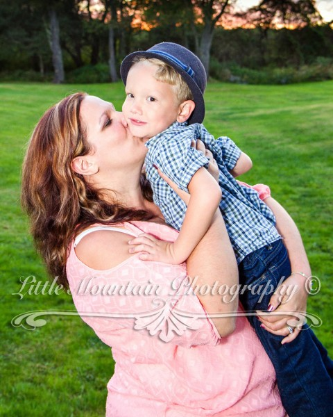 mamas-kiss, Mamas-boy, Family-Portraits-Meadville-Pa, Custom-Portraits-Crawford-County, Family-Photos-Little-Mountain-Photography